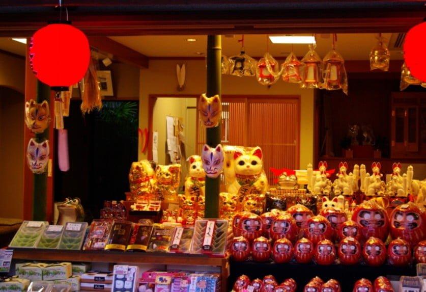 伏見稲荷 初詣 出店している屋台の出店数や種類はどんなの?