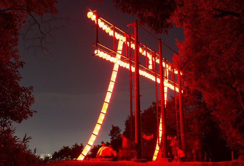 伏見稲荷大社のライトアップの理由(灯篭が灯される理由)