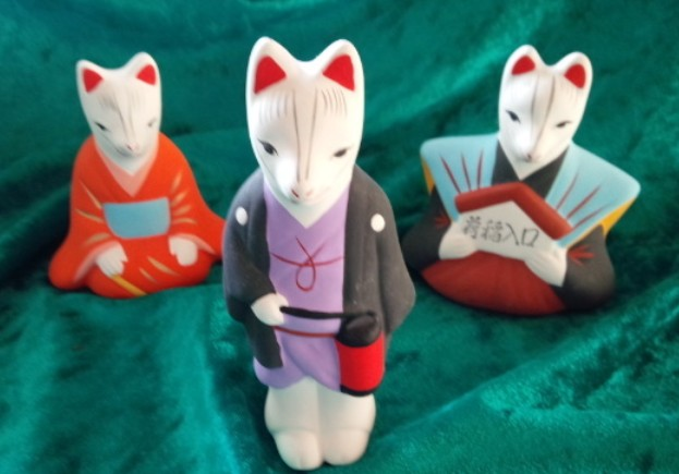 荒木神社では、この口入キツネ人形、5000円で販売(授与)されているそうです